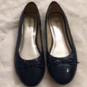 Lands End size 3 girls navy flats. Great shoe.